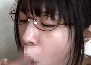 地味なまじめ系メガネっこが兄貴の性欲処理に使われる