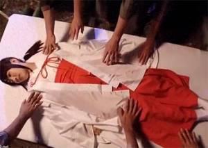 【飛鳥りん】 乃○坂46 元候補生の初撮り!!儀式のために19歳の巫女が処女を捧げる!!!!!