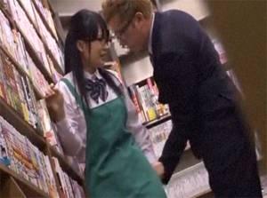 真面目系のメガネ女子校生をストーカーが本屋のバイト中に二人きりになったとたん襲い掛かる!!
