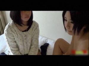 【無修正・個人撮影】 もしかしたらガチのあの円光動画かも・・10代の少女3人にレズプレイさせる!!