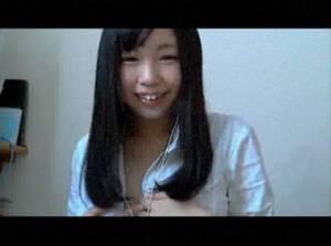 【ニコニコ生放送】 素朴な感じの普通少女がエロ禁止なのに胸見せしたアカウント削除動画!!