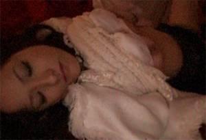 【無修正】 睡眠薬入りの酒で泥酔したミニスカのギャルがホテルでレ●プされる・・