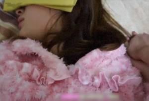 【無修正・個人撮影・主観】 女の子達のお酒に睡眠薬入れて泥酔レ●プ・・!!