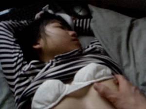 【個人撮影?】 かなりガチっぽい!?・・妹に睡眠薬飲ませて悪戯してる問題映像・・!