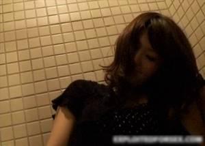 飲み屋で泥酔して意識朦朧としてる女の子がいたら便所で犯す鬼畜集団!!