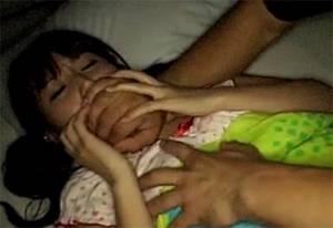 「お兄ちゃんにおっぱい見せてみろや・・!!」 パジャマで眠る妹の寝室に侵入してレ●プ!!多数