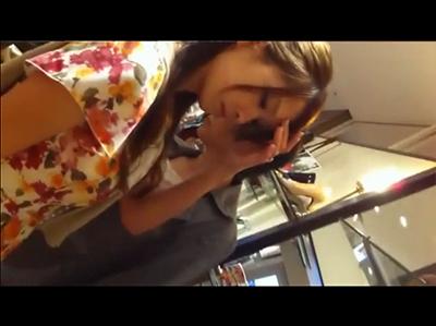 【素人個人撮影】 女性もののショップで説明する店員さんの胸チラや客のパンチラをガチ隠し撮り!?【顔出し】