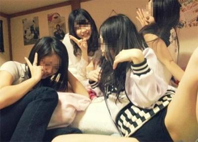 【記事紹介】 女子校生がおふざけエロを撮った日常のエロが流出・・・