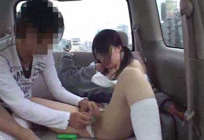【個人撮影・素人】 悪ノリしすぎ! 隣から丸見えな車内でJ○を連れまわし中出し!
